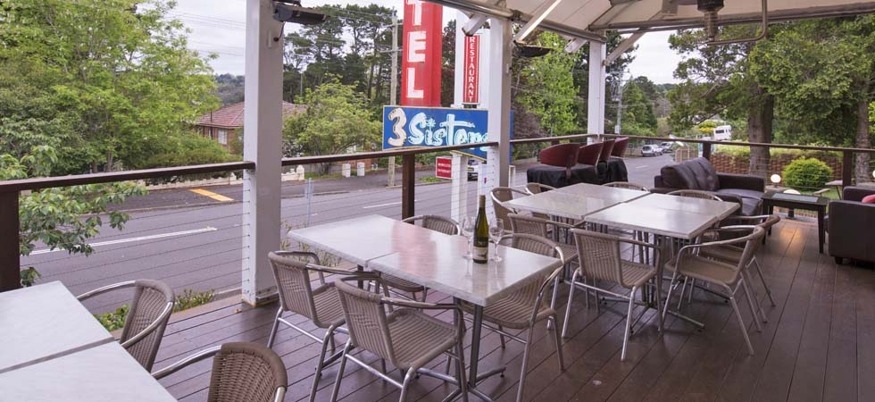 Take advantage of our Happy Hour between 4.30pm to 5.30pm on our Verandah View Deck and watch the sun go down while enjoying a drink. - 3 Sisters Motel & Cottage Katoomba NSW